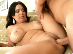 Manuel Ferrara uses his stocky snake to make blowjob addict Sienna West happy