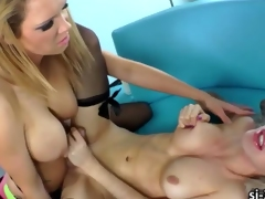 Lustful shemale Juliette Stray drills juicy pussy until she cums